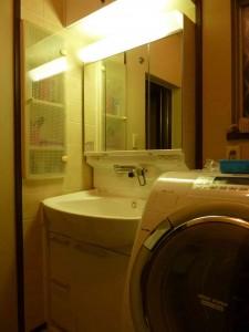 TOTO:クリアZ洗面化粧台です。