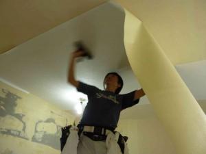 まずは天井から。
