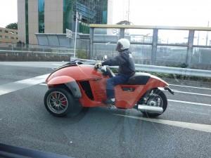 バイク?自動車?