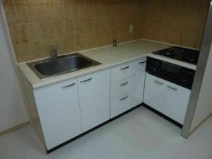 白いキッチンに。