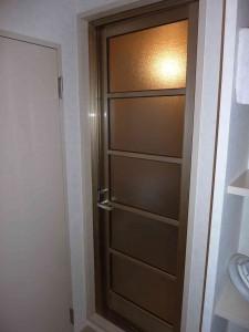 既存の浴室ドア。