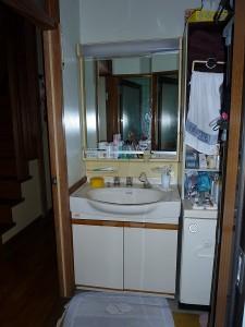 既存の洗面化粧台。