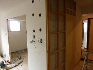 壁造作工事途中。