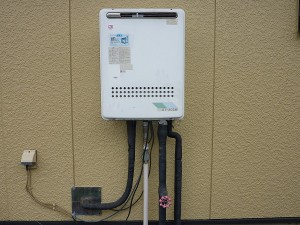 既存のノーリツ社製ガス給湯器。