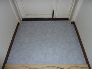 玄関の床も重歩行用クッションフロアに張替え済み。