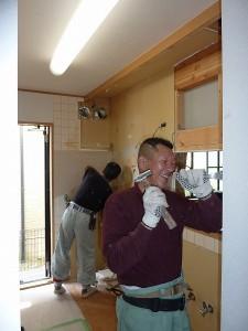 キッチン周り解体中。