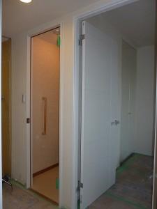 トイレのドアも。
