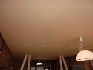 キッチンの天井も。