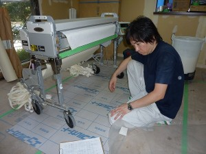 壁紙の糊付け作業前。