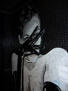 トイレ内のモザイクタイル。
