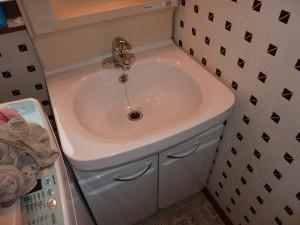 シングルレバー混合水栓仕様にて。