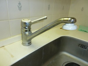 キッチン水栓金具交換前。