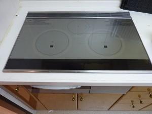パナソニック社製:片側オールメタル対応IH調理器に交換済み。