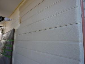 外壁中塗り作業中。。。