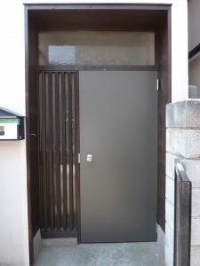 玄関ドアを交換済み。