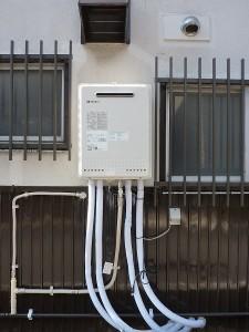 給湯器は外壁掛けタイプへ。。。