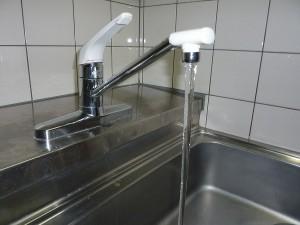 キッチンの水栓金具の。。。
